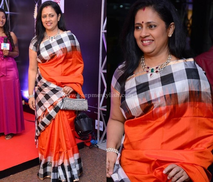 Plain Sarees With Check Border