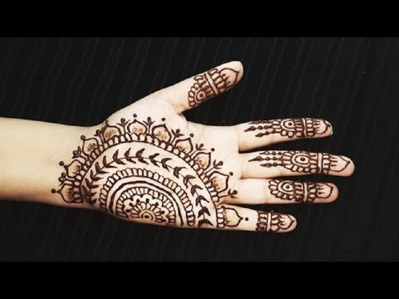30 Simple \u0026 Chic Mehendi Designs to Try on Palm \u2022 Keep Me