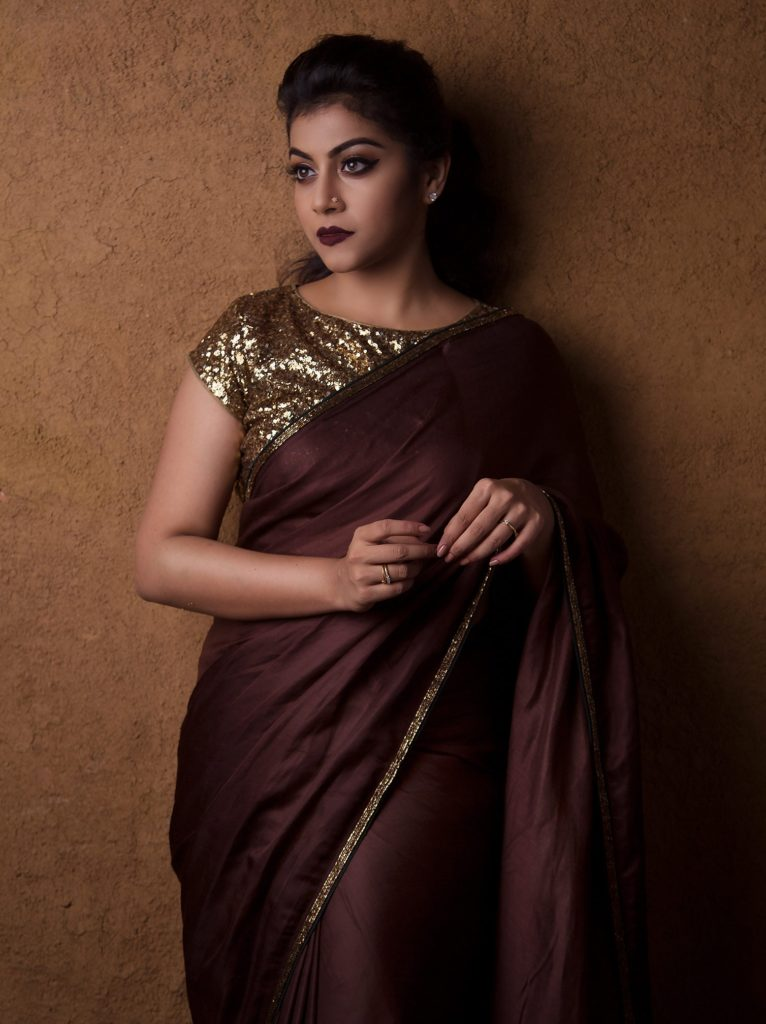 How To Make Plain Sarees Look Beautiful