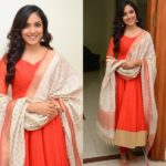 10 Irresistible Plain Salwar and Heavy Dupatta Combinations
