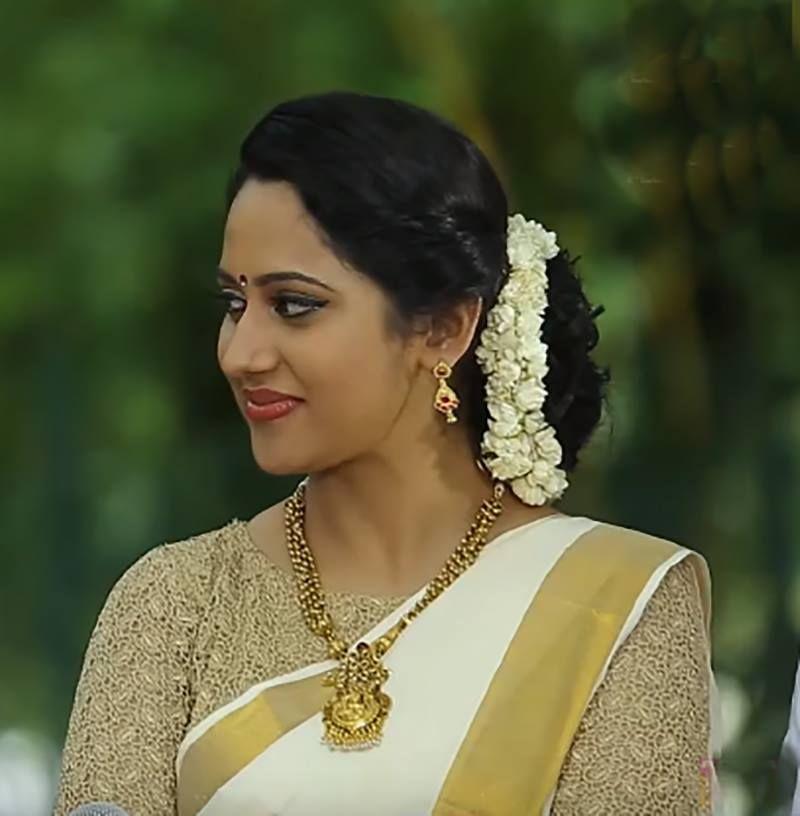 Kerala onam saree blouse neck designs