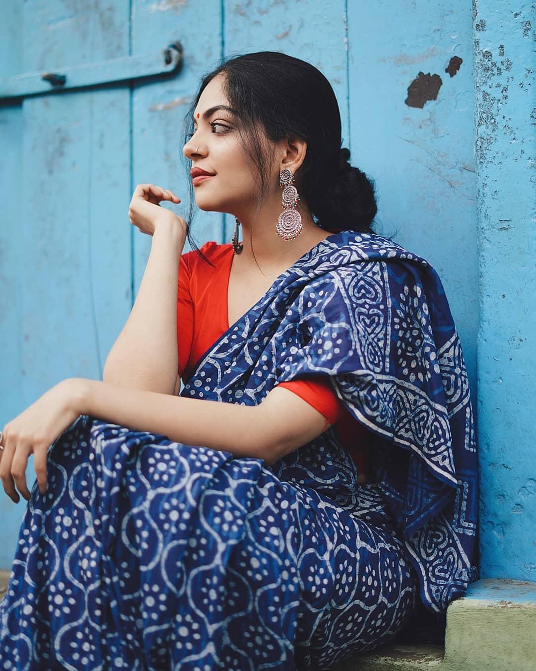 how-to-wear-indigo-saree (1)
