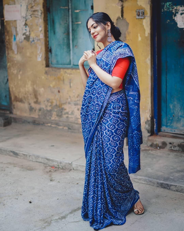 how-to-wear-indigo-saree (10)