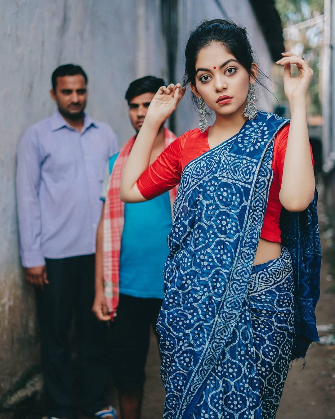 how-to-wear-indigo-saree (11)
