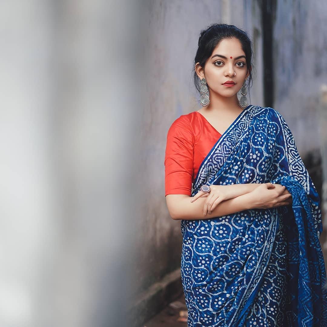 how-to-wear-indigo-saree (12)