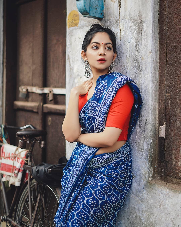 how-to-wear-indigo-saree (13)
