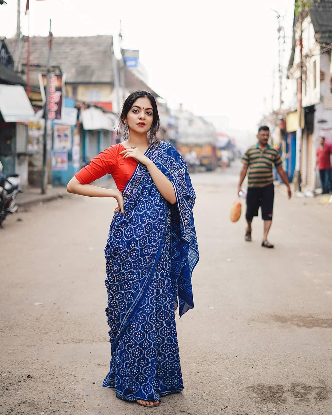 how-to-wear-indigo-saree (14)