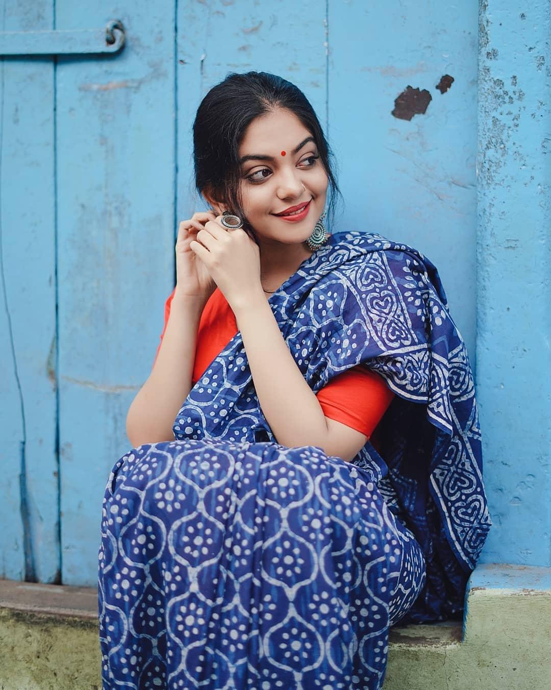 how-to-wear-indigo-saree (15)