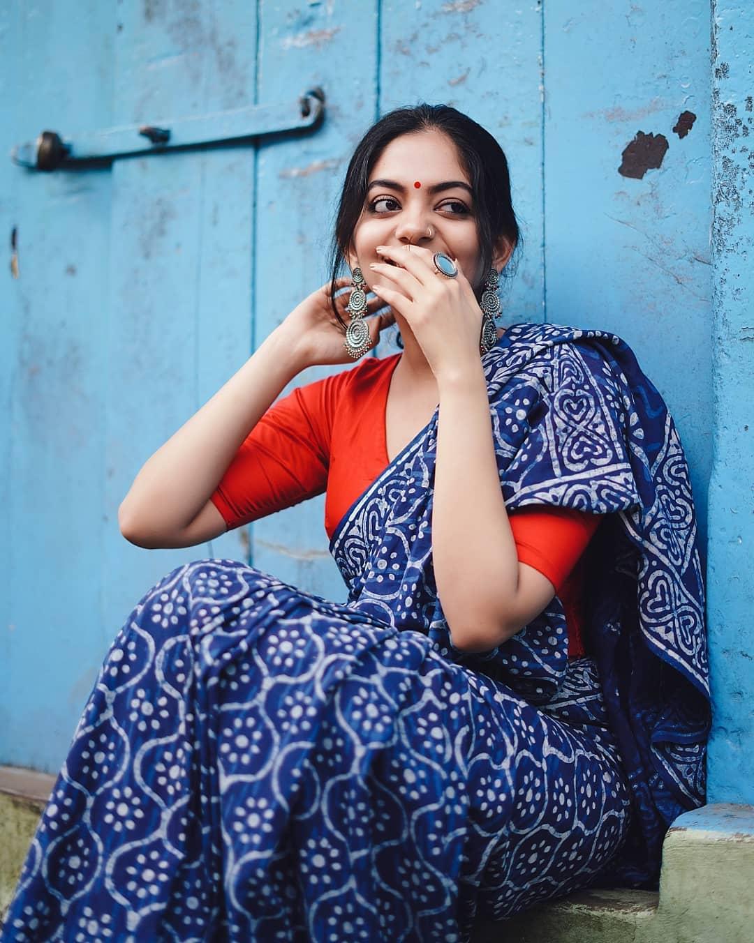 how-to-wear-indigo-saree (3)