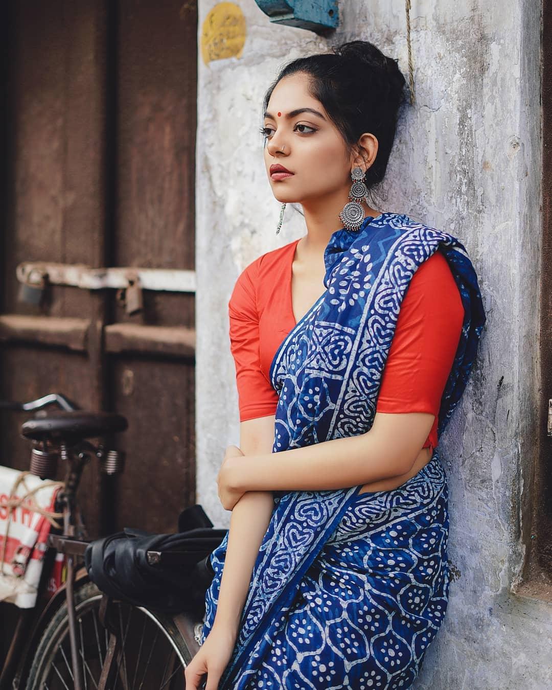 how-to-wear-indigo-saree (4)