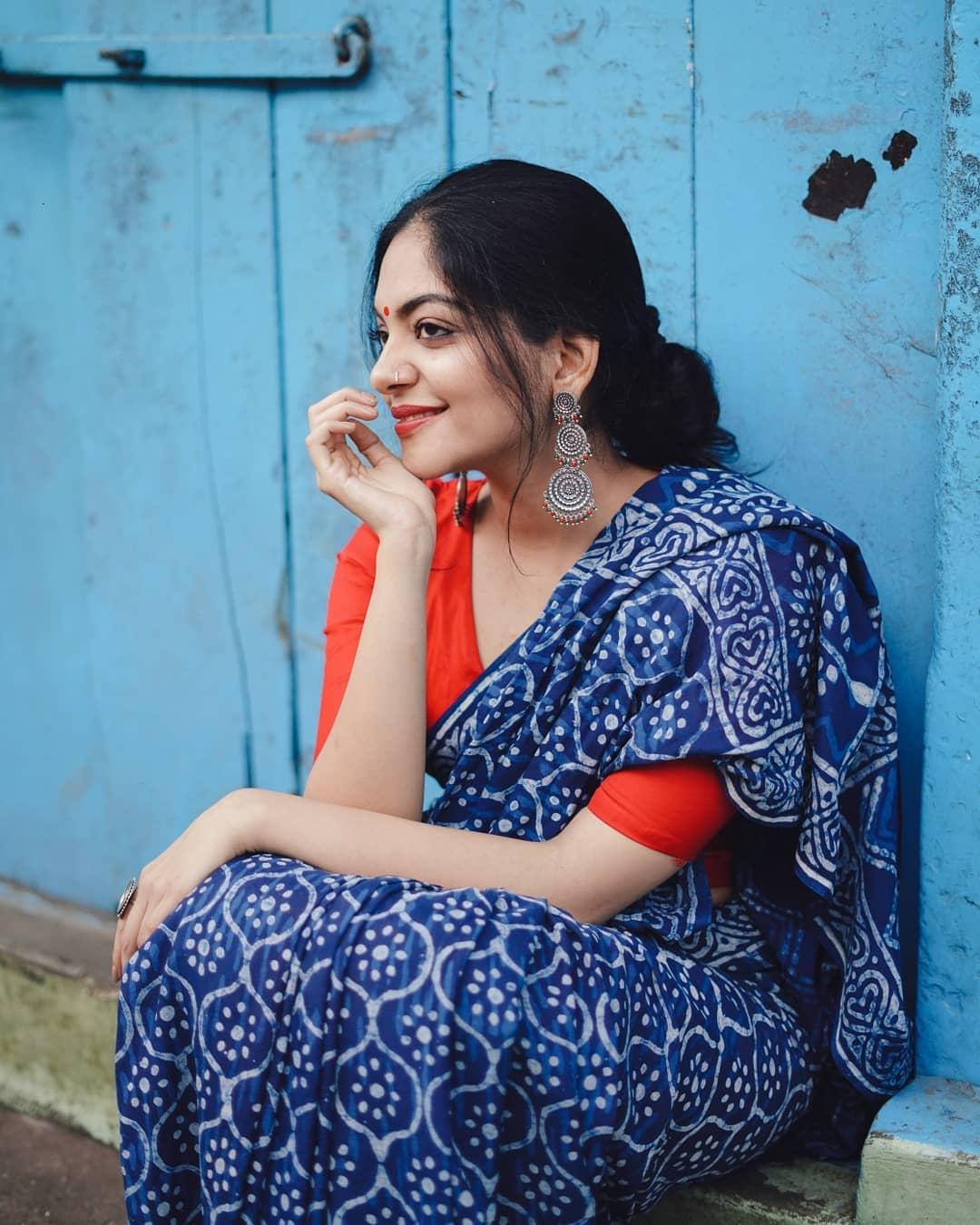 how-to-wear-indigo-saree (5)