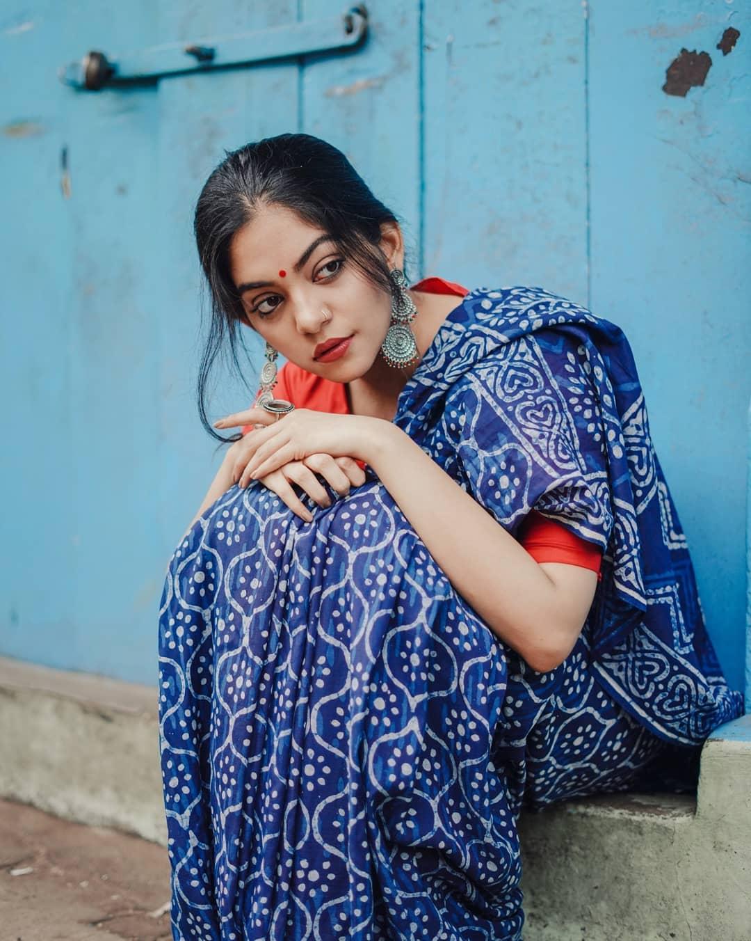 how-to-wear-indigo-saree (6)