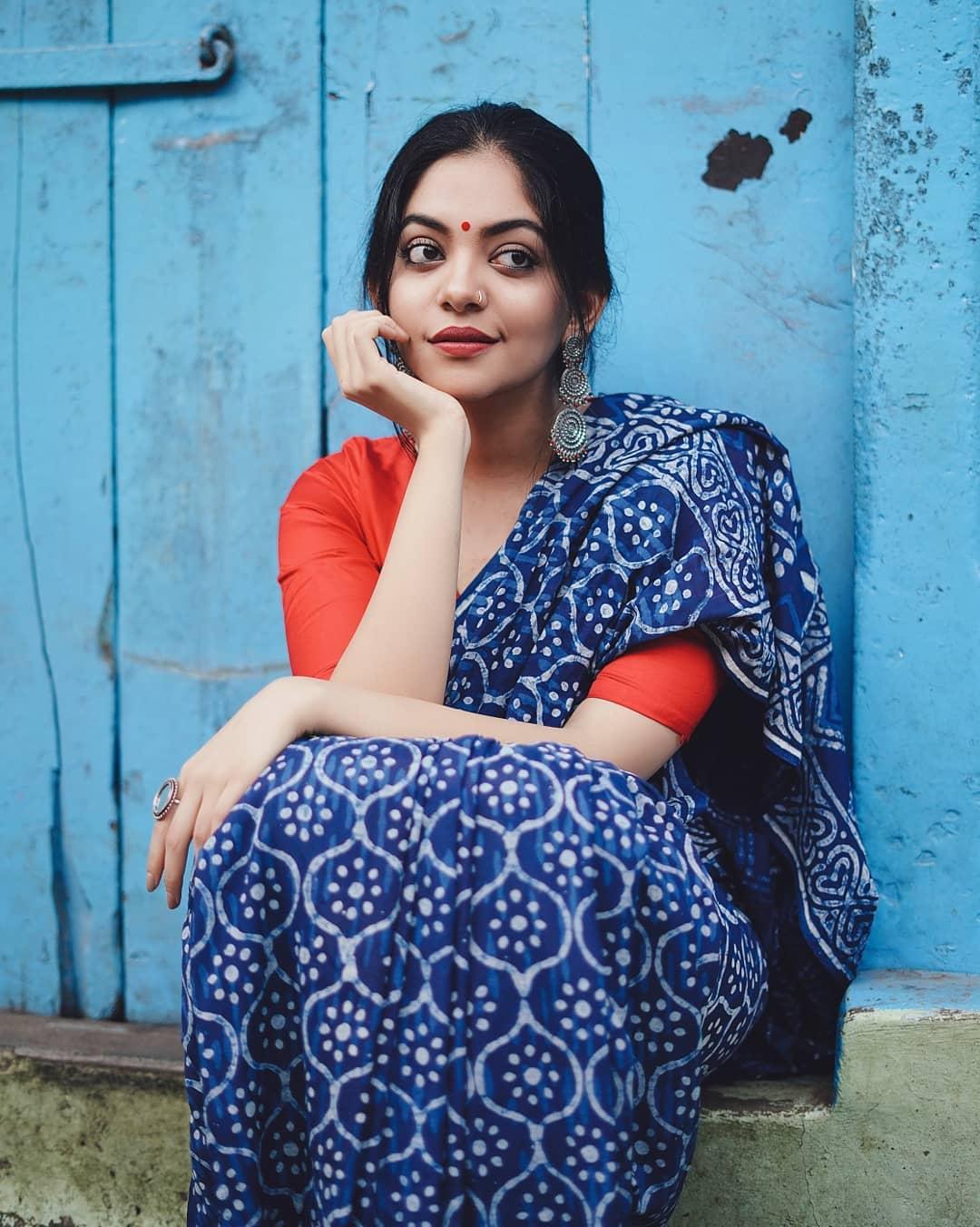 how-to-wear-indigo-saree (7)