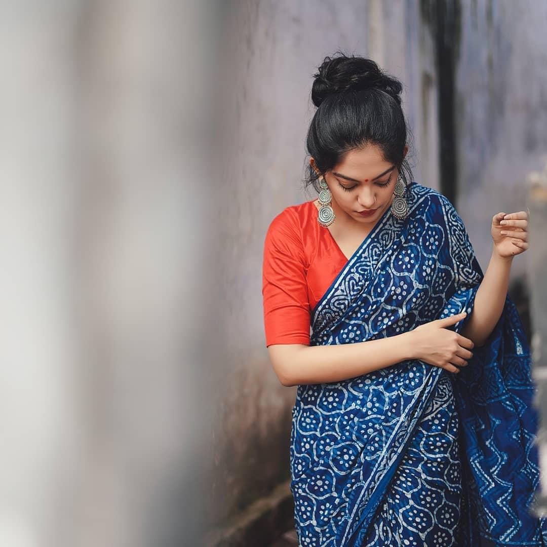 how-to-wear-indigo-saree (9)