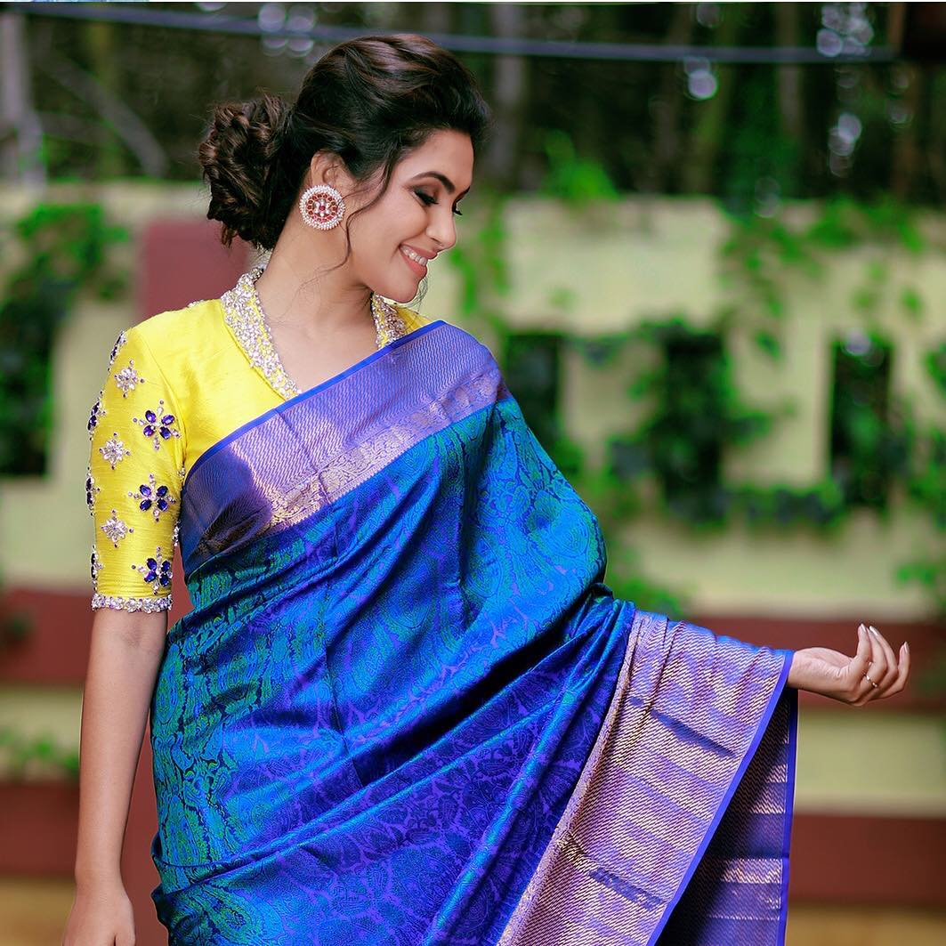sarees-with-mismatched-blouses (6)