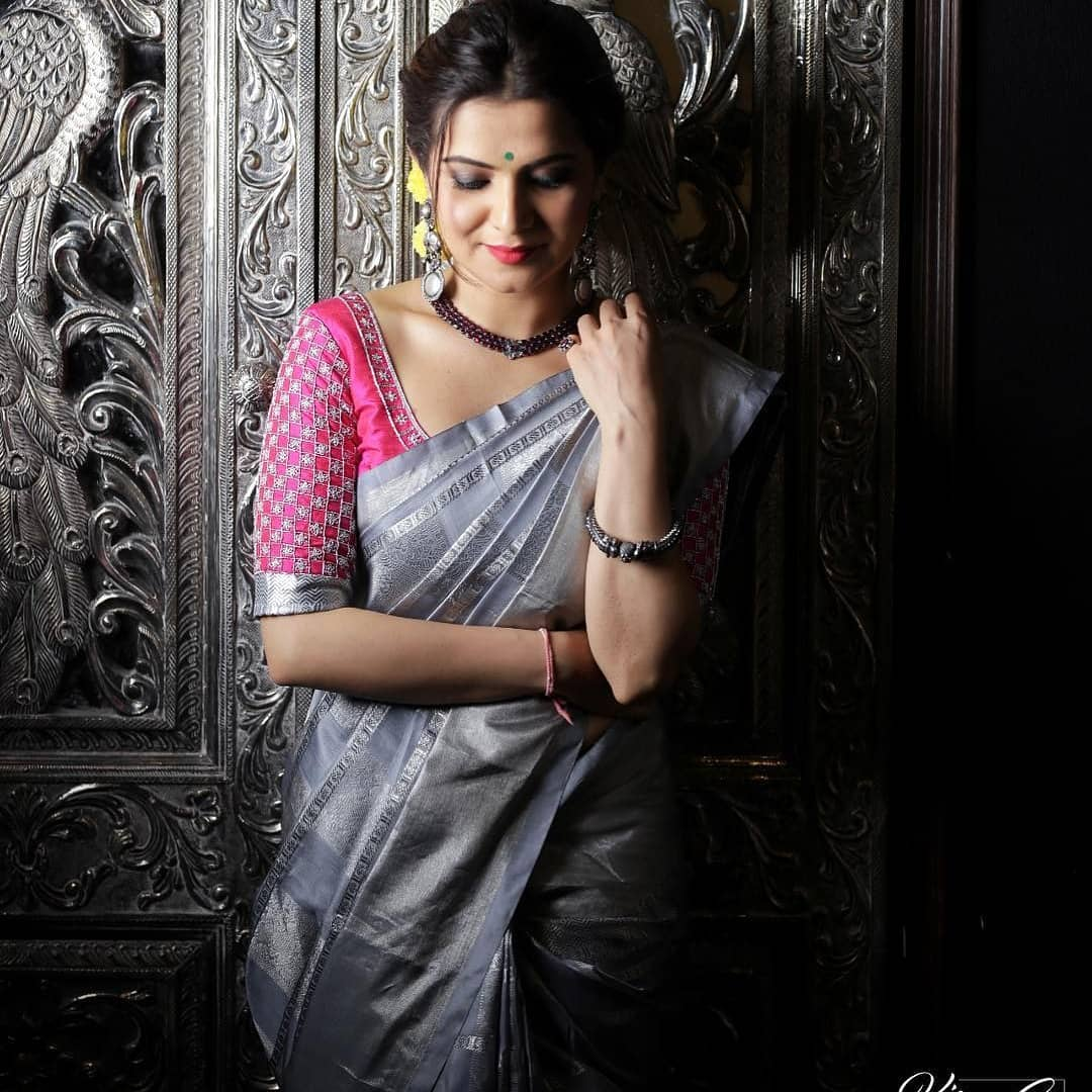 sarees-with-mismatched-blouses (9)