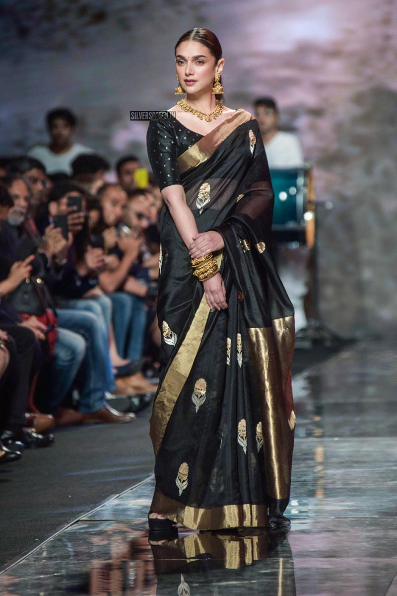 Aditi Rao Hydari Walks The Ramp At The 'Delhi Fashion Week 201