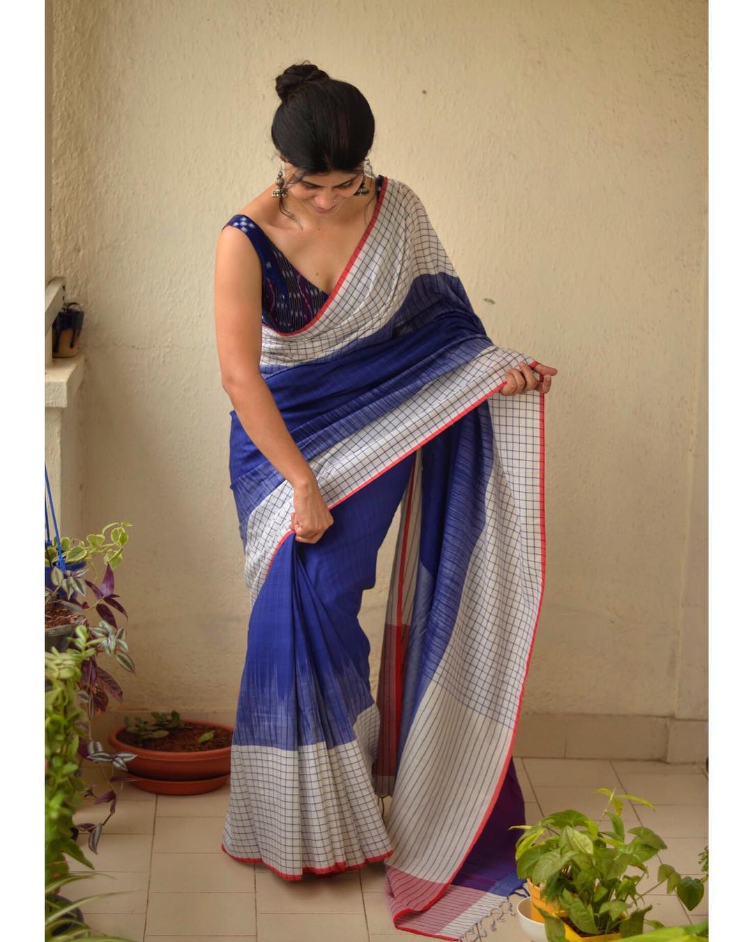 light-weight-party-wear-summer-sarees (12)