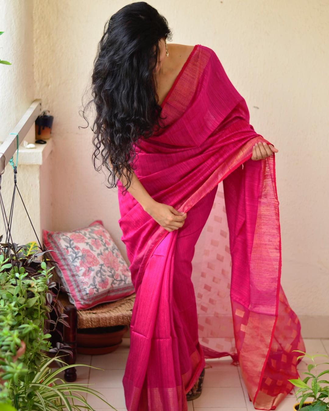 light-weight-party-wear-summer-sarees (2)