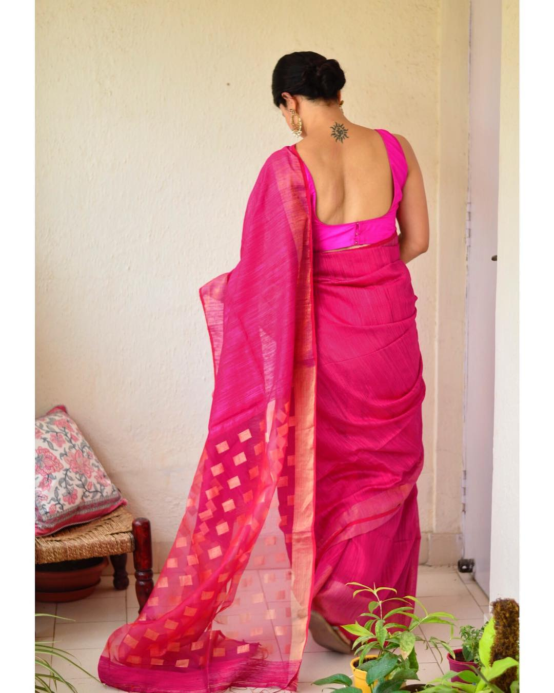 light-weight-party-wear-summer-sarees (3)