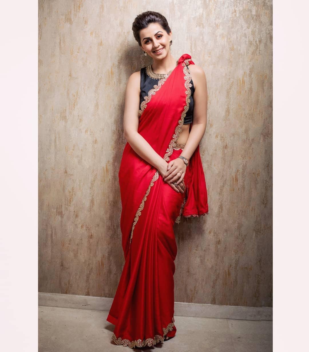 celebrity-outfits-sarees-shop-online (1)