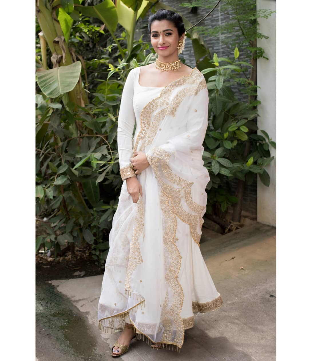 celebrity-outfits-sarees-shop-online (10)