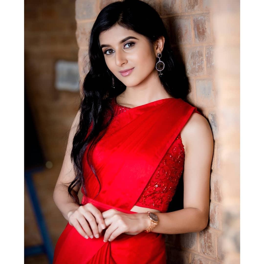celebrity-outfits-sarees-shop-online (11)