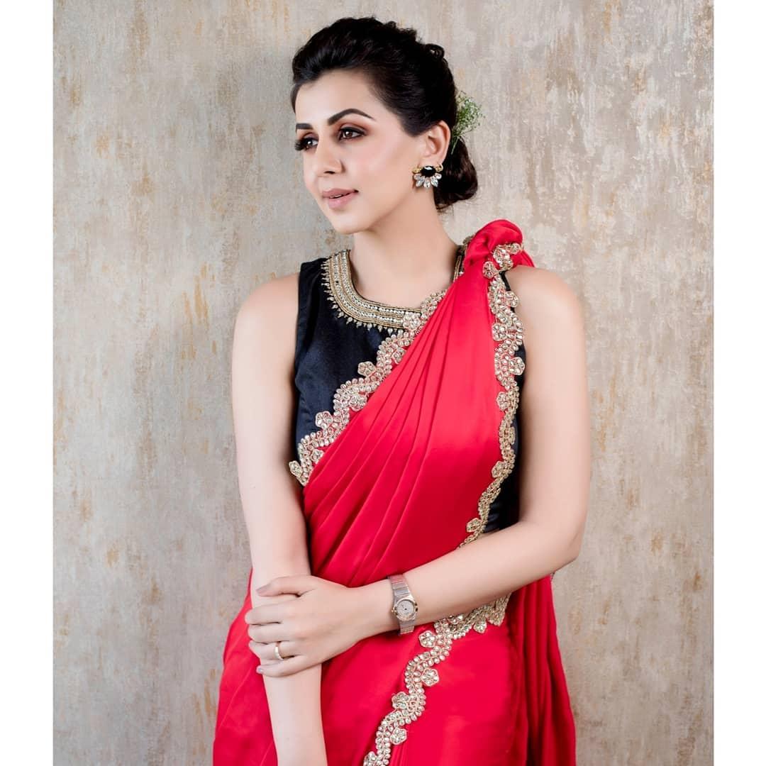 celebrity-outfits-sarees-shop-online (2)