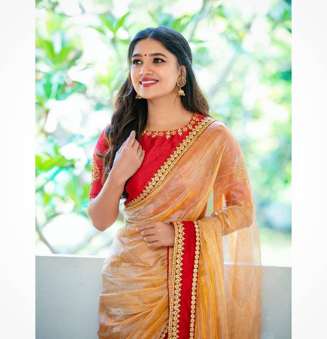 celebrity-outfits-sarees-shop-online (3)