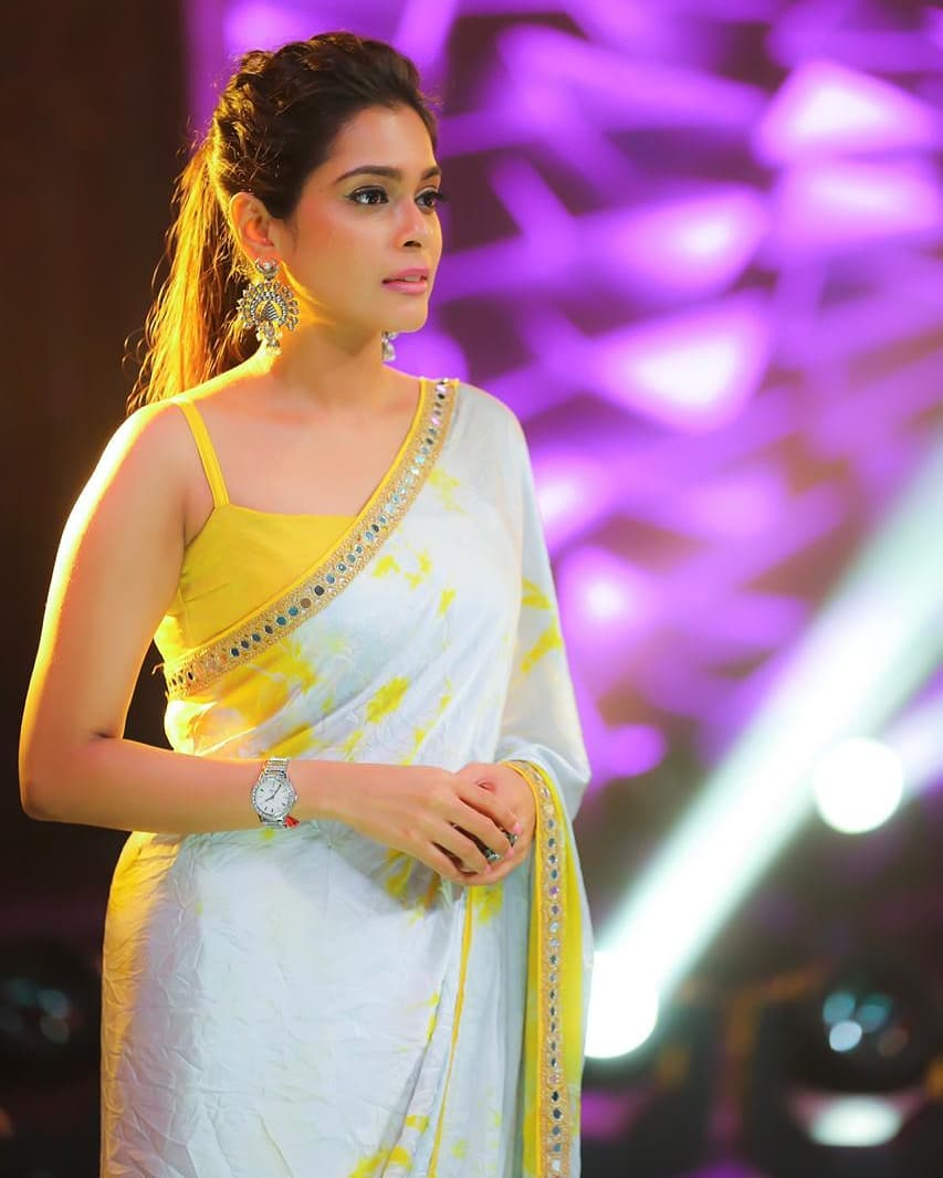 celebrity-outfits-sarees-shop-online (5)
