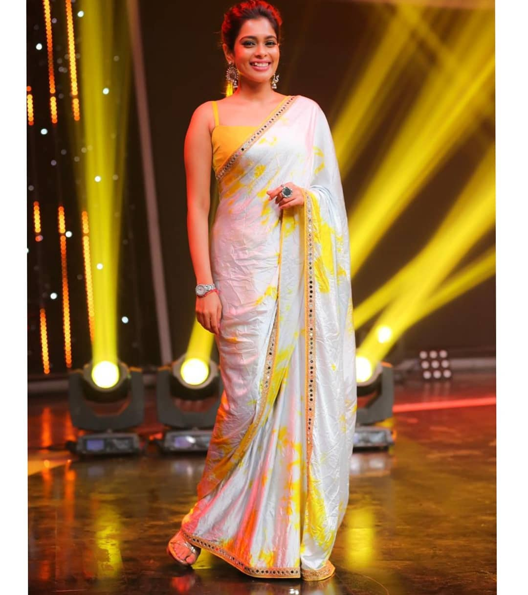 celebrity-outfits-sarees-shop-online (6)