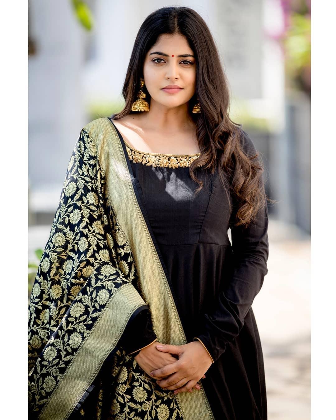celebrity-outfits-sarees-shop-online (7)