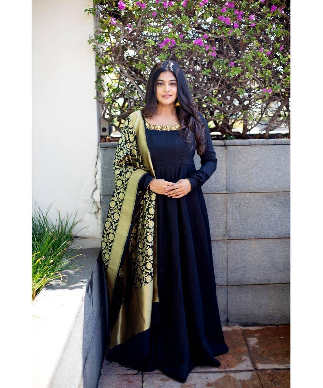 celebrity-outfits-sarees-shop-online (8)