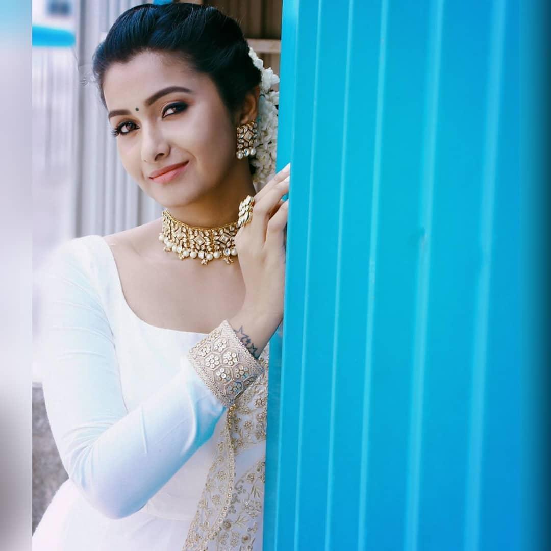 celebrity-outfits-sarees-shop-online (9)