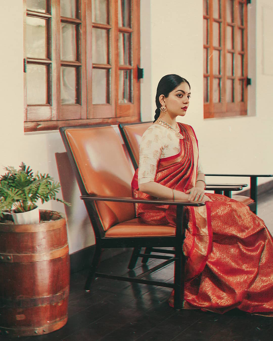 how-to-wear-traditional-indian-sarees (1)