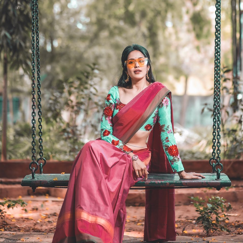 how-to-wear-traditional-indian-sarees (5)