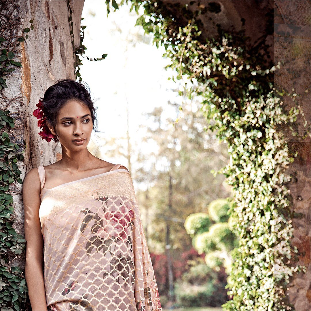 fancy-saree-and-blouse-designs (11)