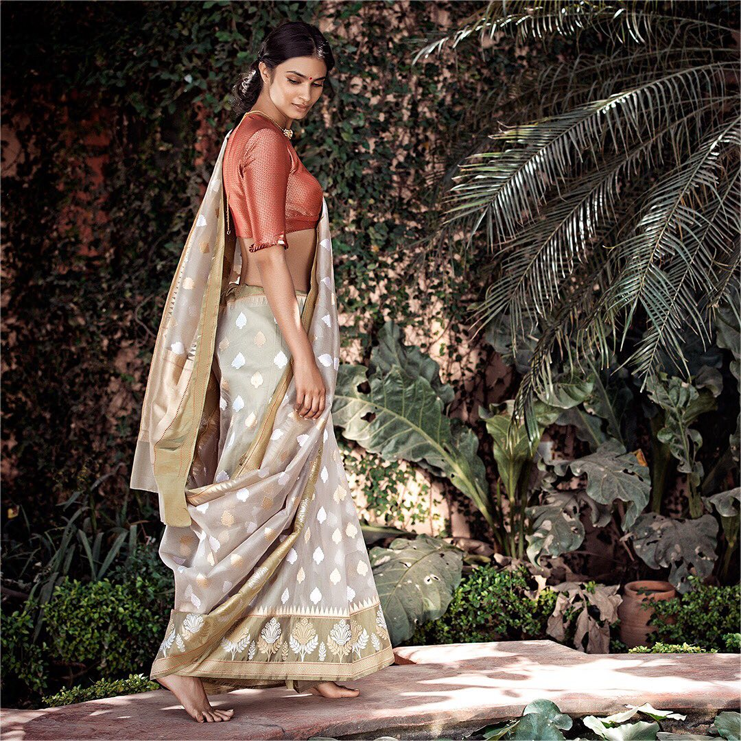 fancy-saree-and-blouse-designs (9)
