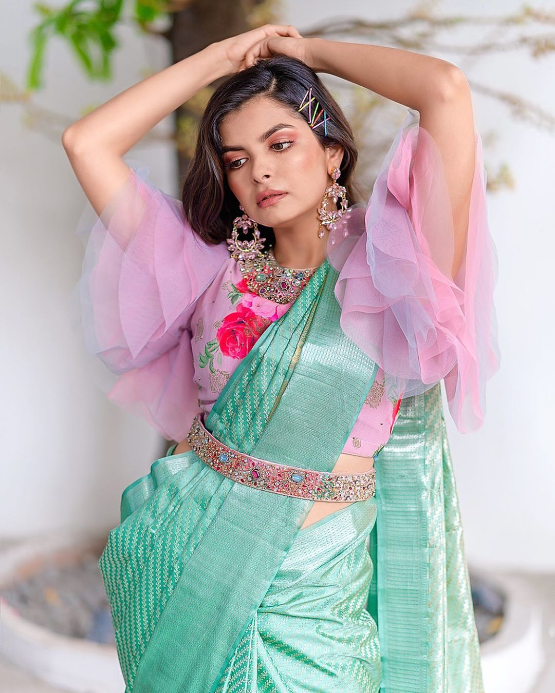 styling-sarees-with-saree-belt (10)