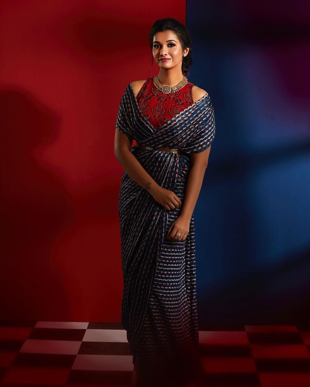 styling-sarees-with-saree-belt (12)