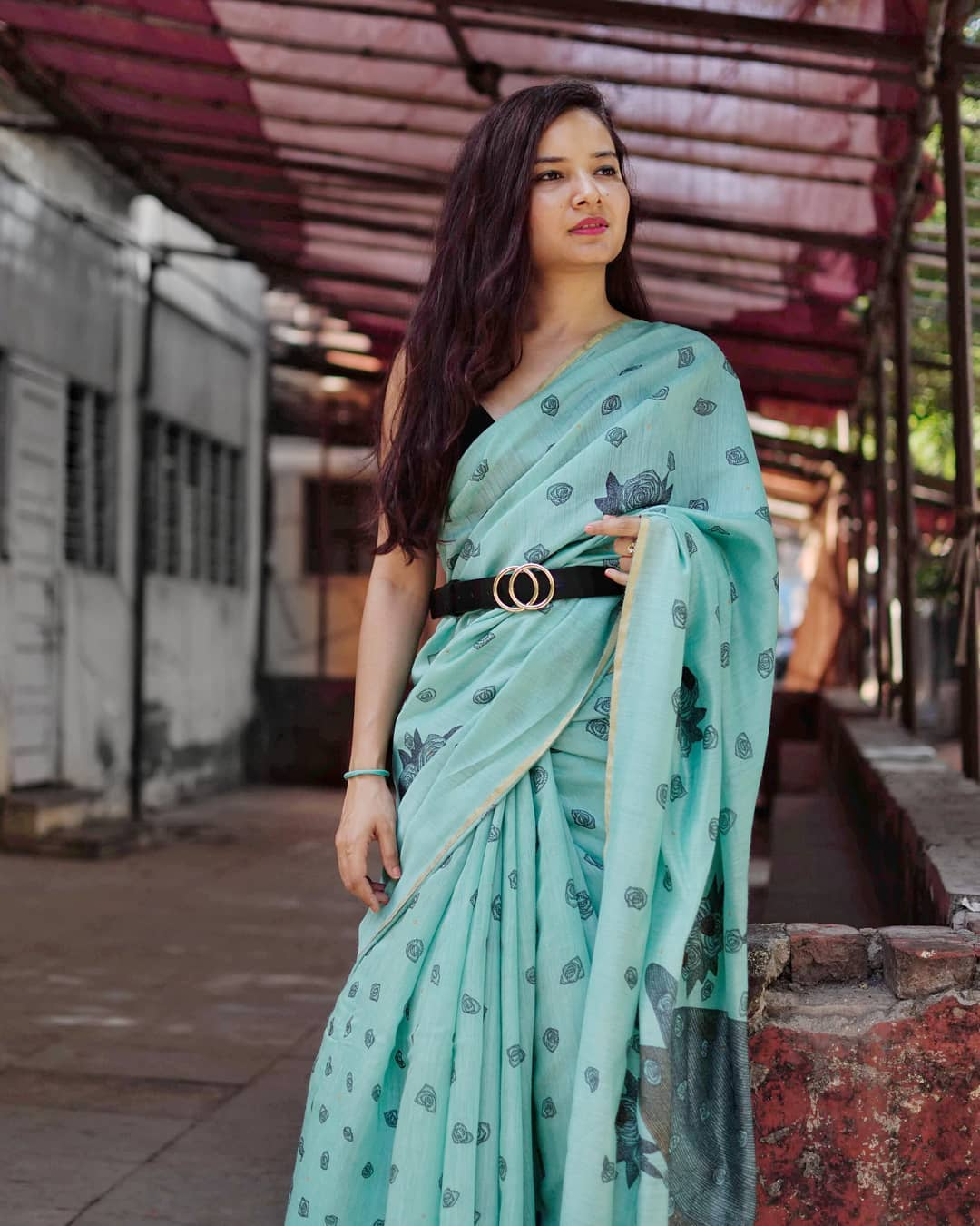 styling-sarees-with-saree-belt (13)