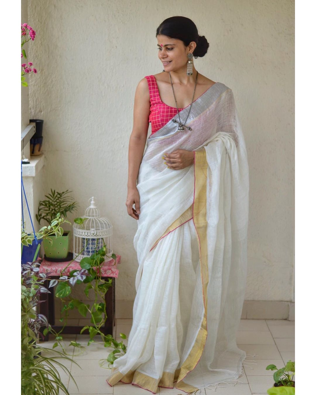 White-Saree-and-contrast-blouse(11)