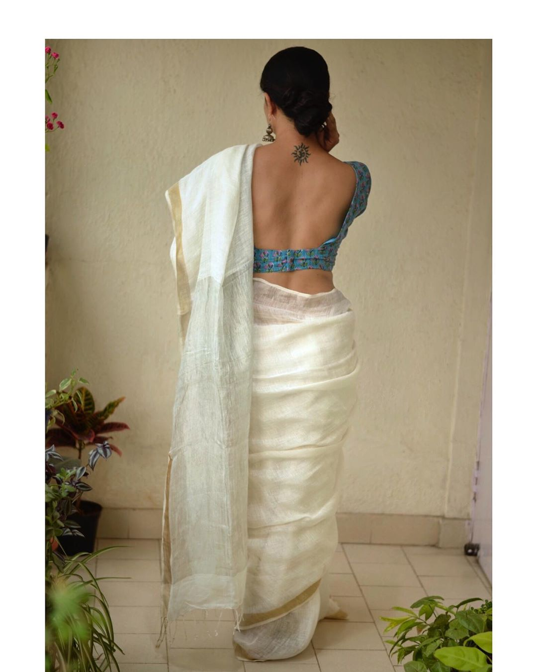 White-Saree-and-contrast-blouse(12)
