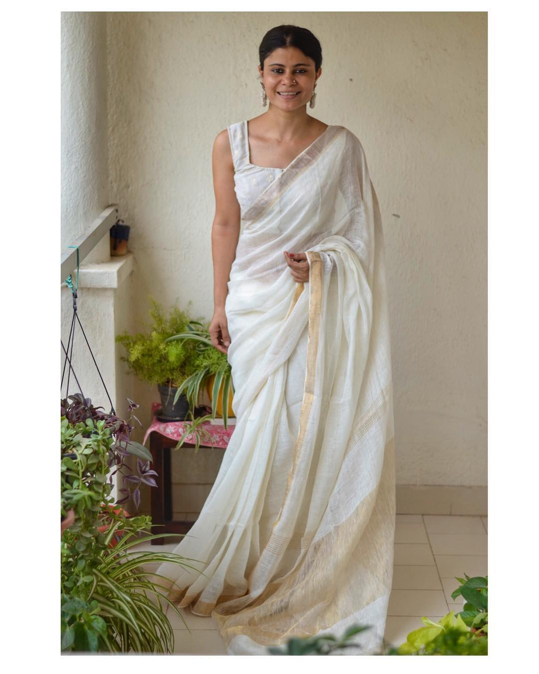 White-Saree-and-contrast-blouse(15)