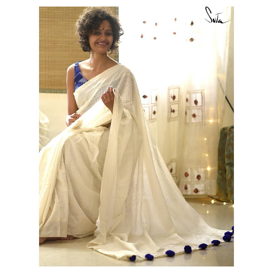 White-Saree-and-contrast-blouse(2)