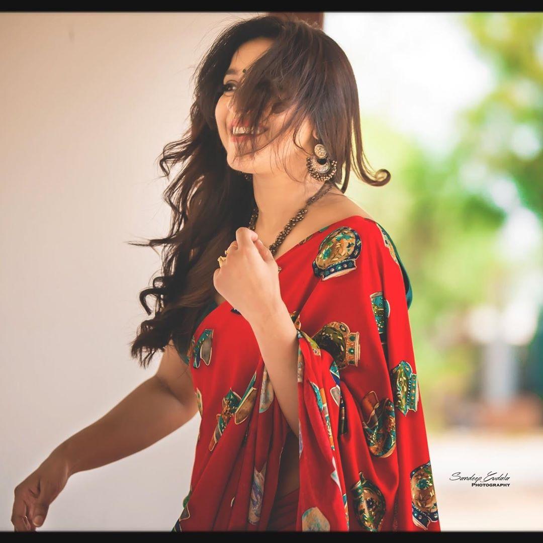 Celebrity-Saree(12)