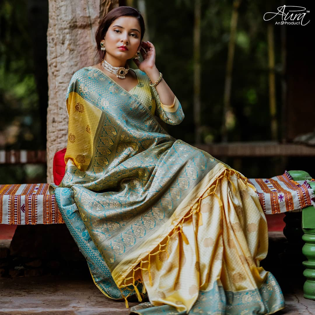 silk-sarees-with-designer-blouses-17