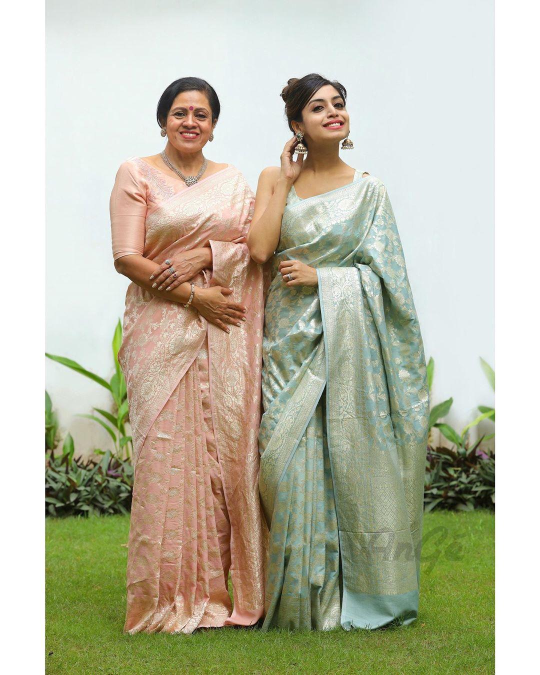 mother-daughter-sarees-16