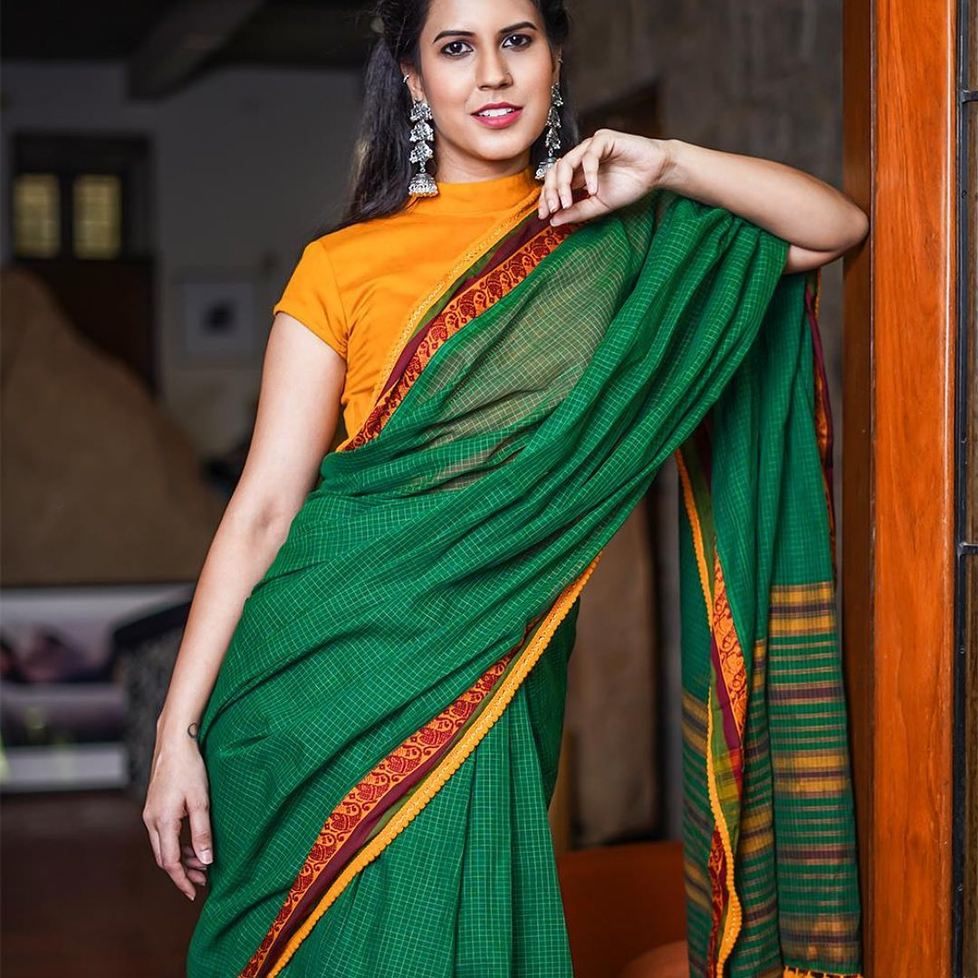 saree-with-contrast-blouse-14