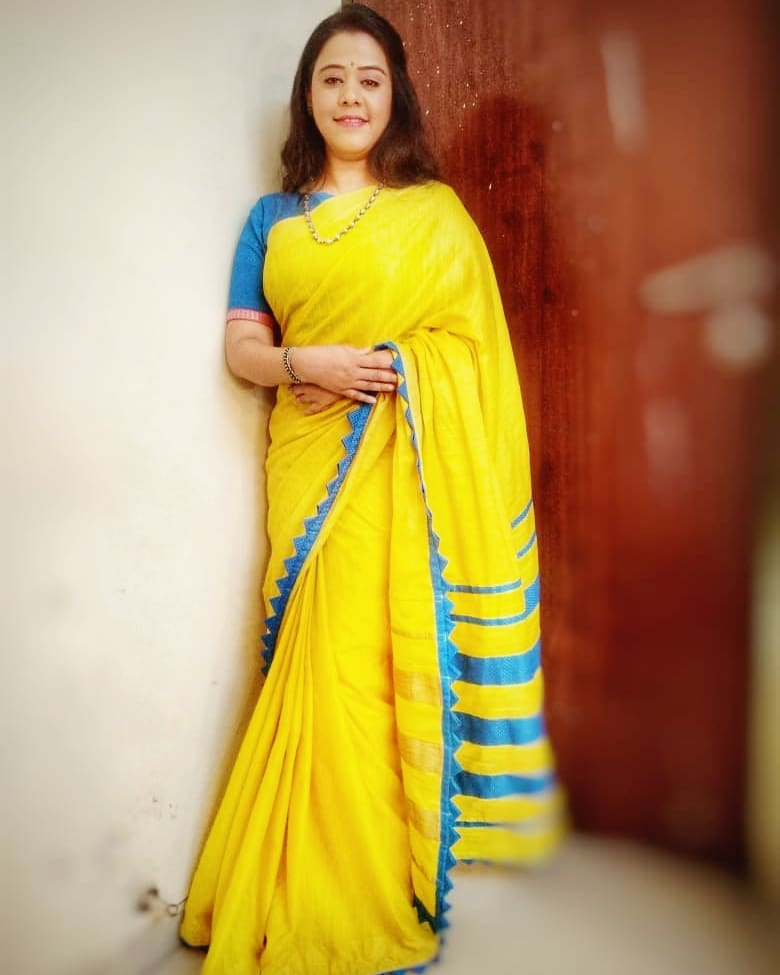 saree-with-contrast-blouse-9